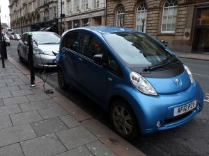 Electric_car_charging_in_Newcastle_2013-11-06_02